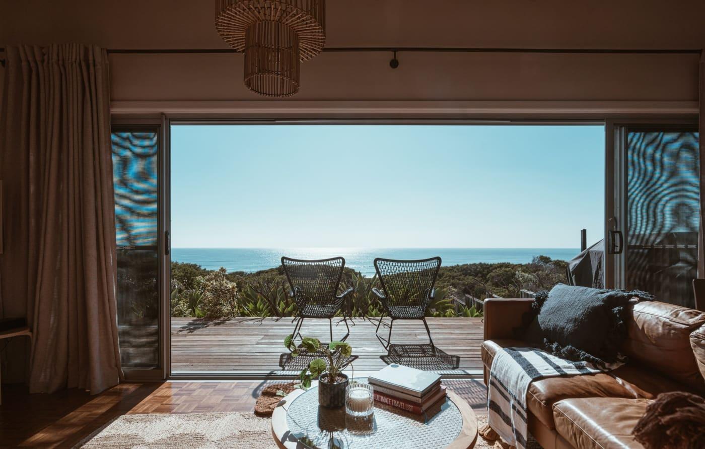 Location saisonnière : comment aménager son Airbnb en bord de mer ?